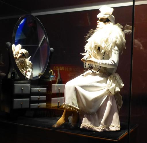 La belle au miroir au musée des automates