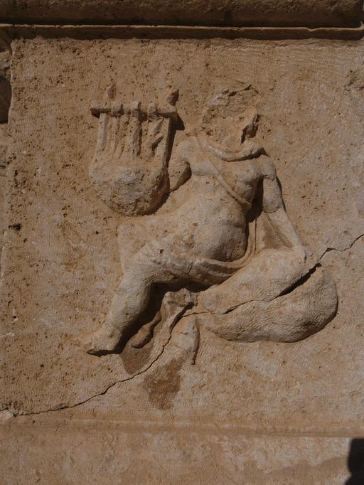 La joueuse de cithare du Théâtre Nord de Jerash