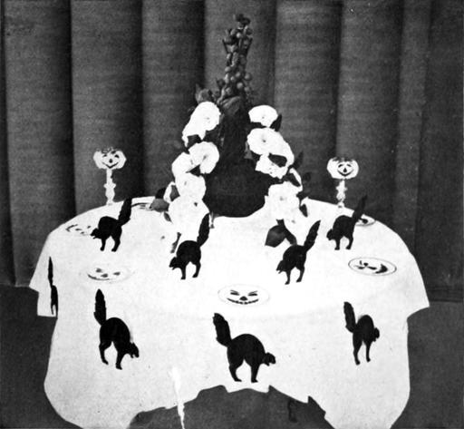 La table du chat noir à Halloween