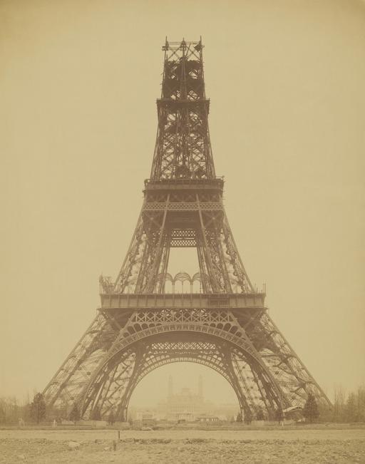 La Tour Eiffel en cours de construction en 1888