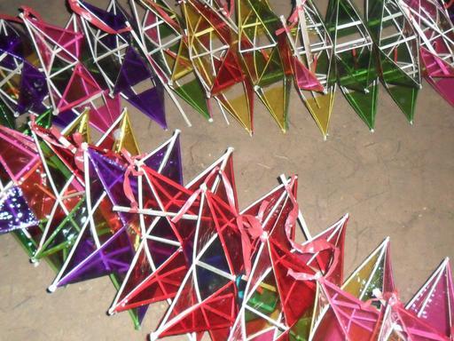 Lanternes en forme d'étoiles