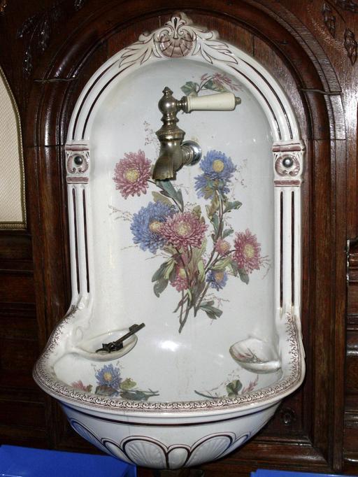 Lave-main et robinet d'antan