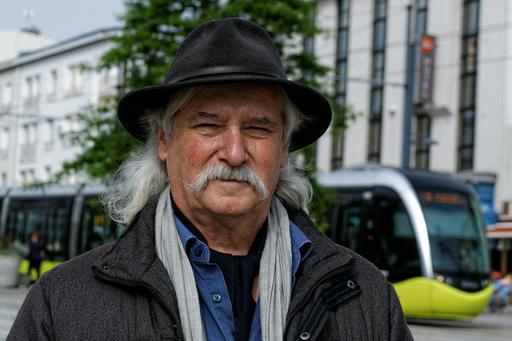 Le chanteur Erik Marchand à Brest
