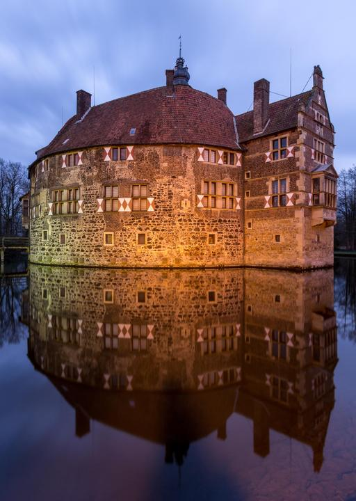 Le château de Vischering et son reflet