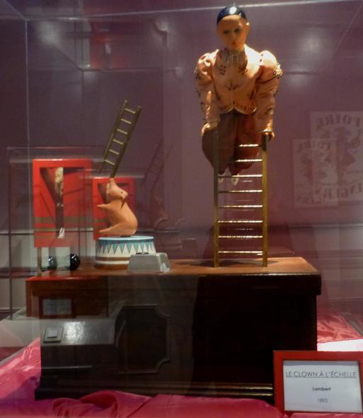 Le clown à l'échelle au musée des automates