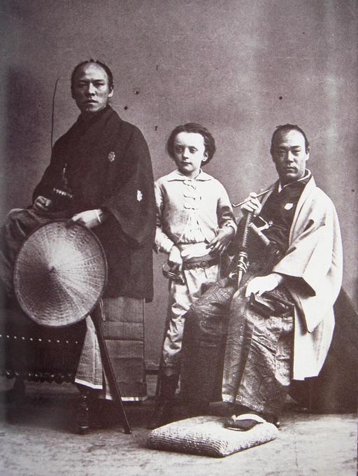 Le fils de Nadar avec deux ambassadeurs japonais en 1863