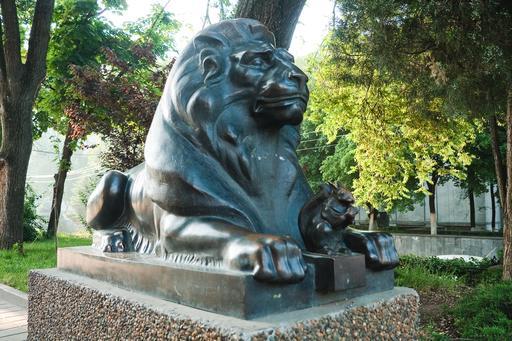 Le lion et l'écureuil