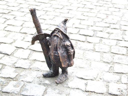 Le nain à l'épée