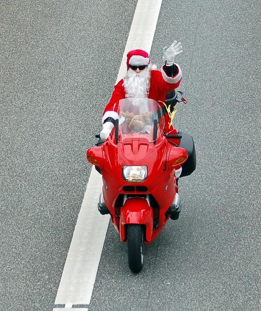 Le Père Noël en moto rouge