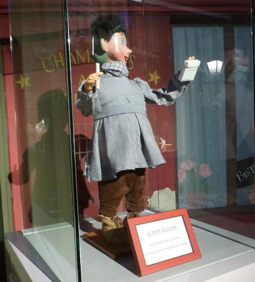 Le petit écolier au musée des automates