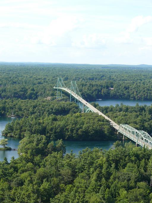 Le pont des mille îles sur le Saint-Laurent