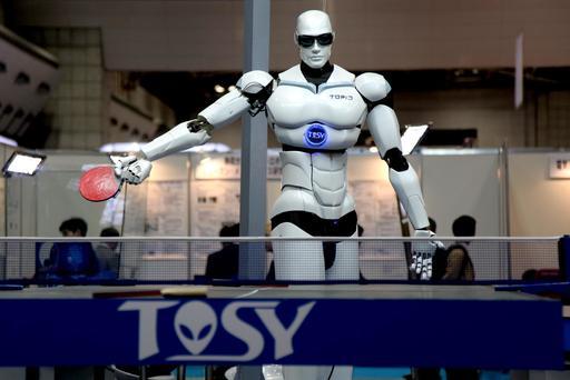 Le robot TOPIO jouant du ping pong