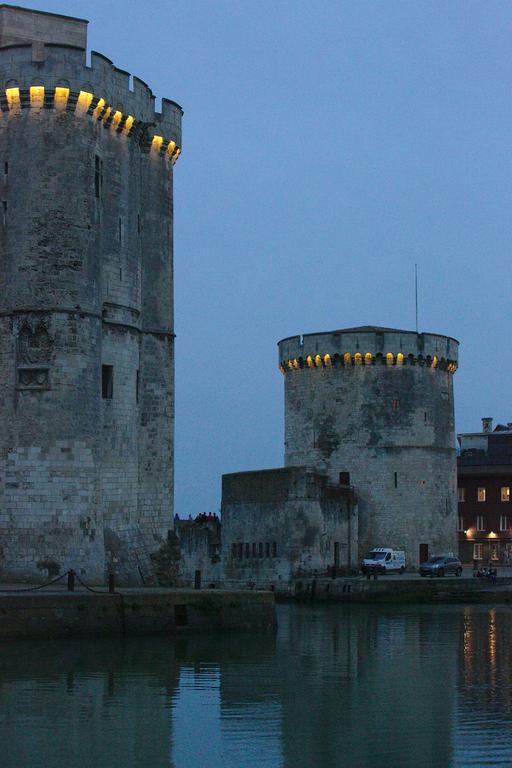 Les deux tours le soir à La Rochelle