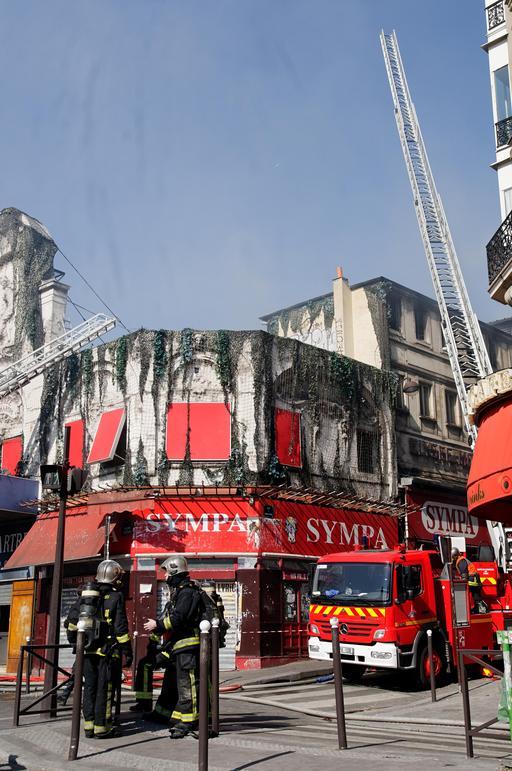 Les pompiers et l'incendie de l'Elysée-Montmartre