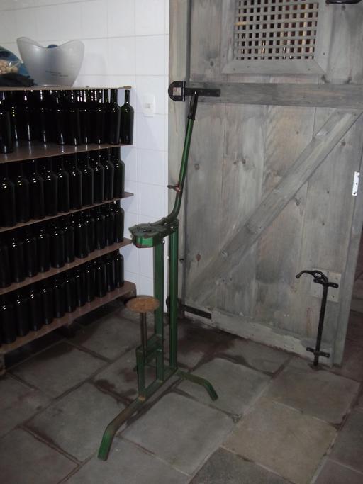 Machine manuelle à boucher