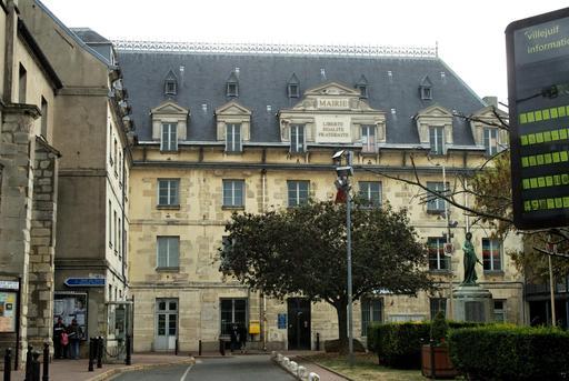 Mairie de Villejuif et Monument aux morts