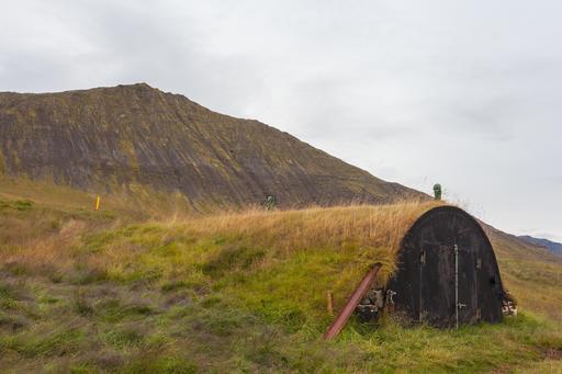 Maison islandaise recouverte de terre