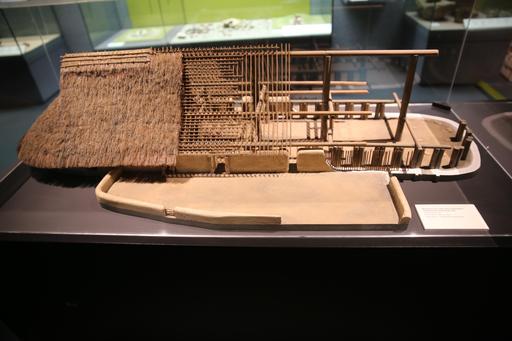 Maquette d'une habitation gauloise