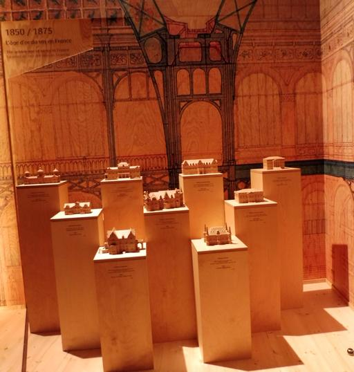 Maquettes de grands châteaux girondins à la Cité du Vin