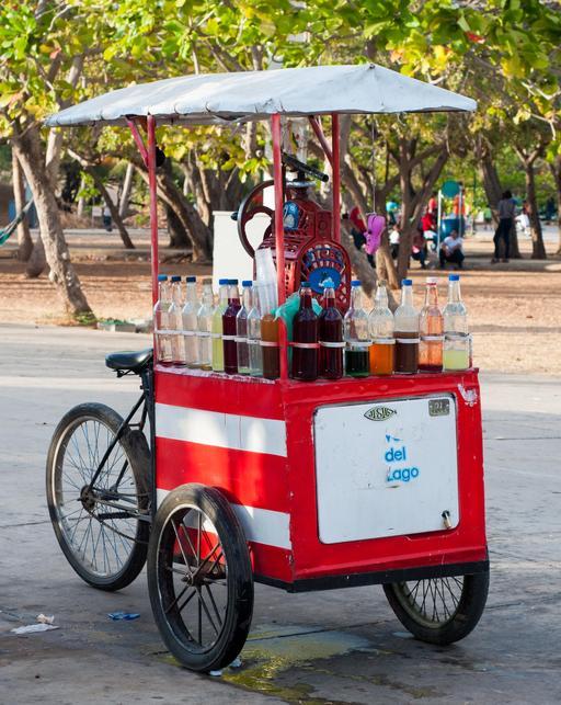Marchand ambulant de boissons et glaces à bicyclette