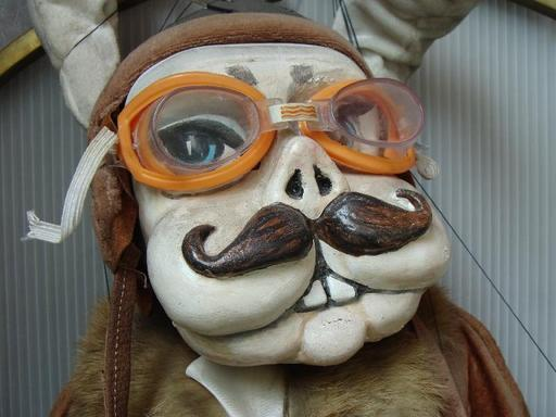 Marionnette de Skopje, le lapin-aviateur