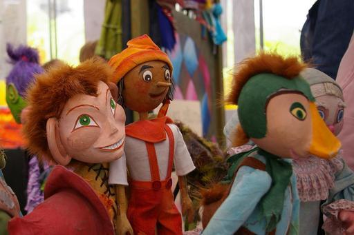 Marionnettes du théâtre d'Arlequin en Pologne