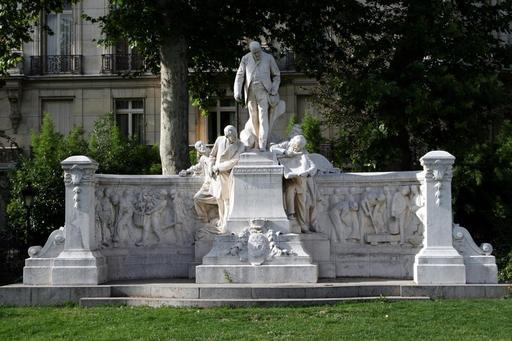 Monument Alphand à Paris