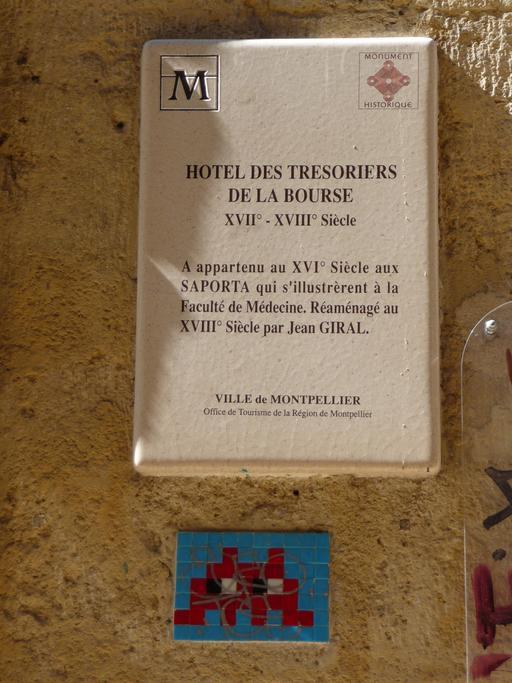 Mosaïque d'Invader à l'Hôtel des Trésoriers de la Bourse de Montpellier