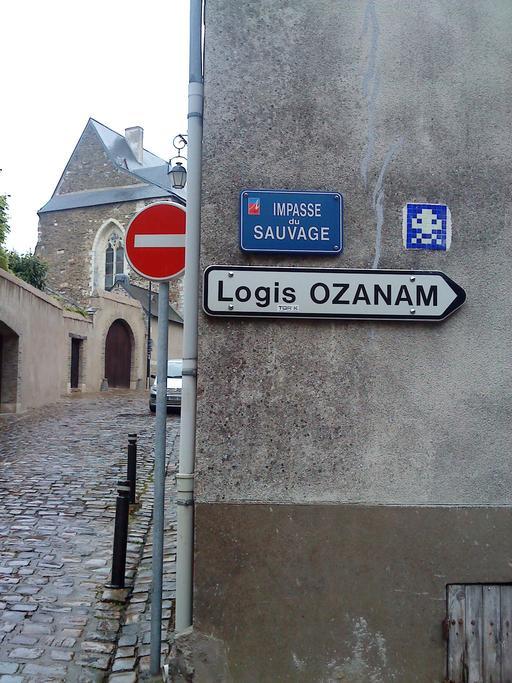Mosaïque de Space invader à Angers