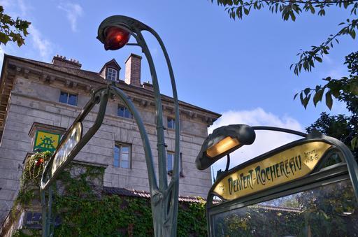 Mosaïque de space invader à la station métro Denfert-Rochereau