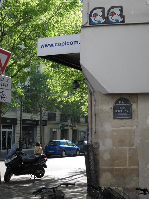 Mosaïque de Space Invader Rue Debelleyme à Paris