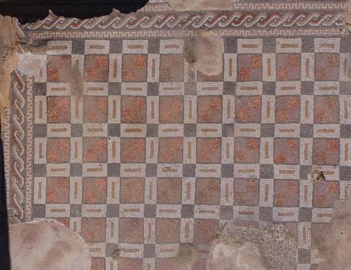 Mosaïque géométrique de l'église de l'Évêque Isaïe à Jerash