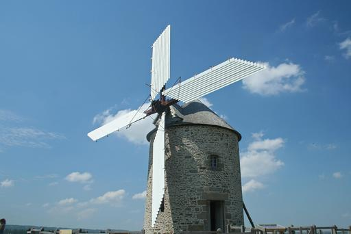 Moulin à vent ailes déployées