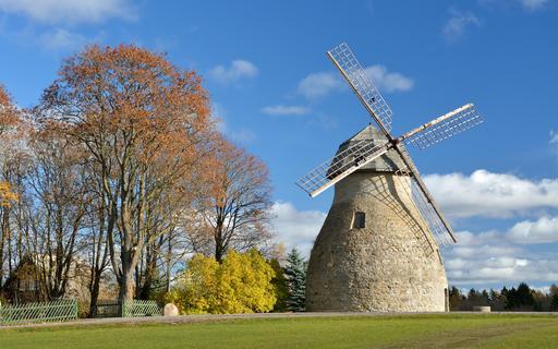 Moulin à vent restauré en Estonie