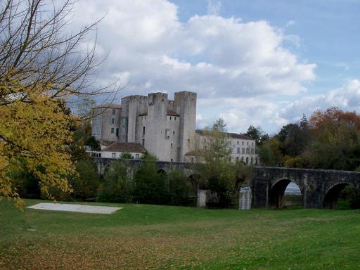 Moulin fortifié et pont de Barbaste