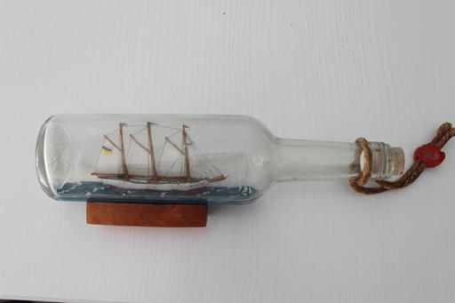 Navire à voile en bouteille