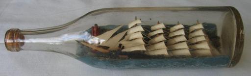 Navire à voile en bouteille de l'entre-deux-guerres