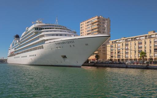 Navire de croisière à Sète