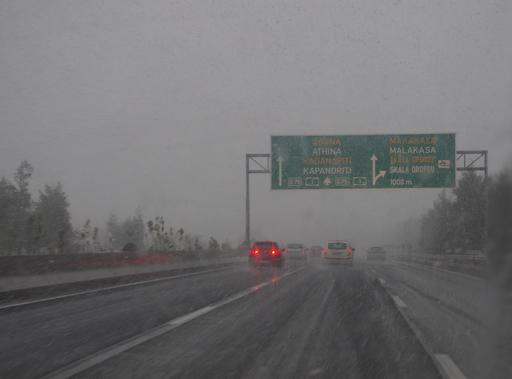 Neige sur l'autoroute d'Athènes