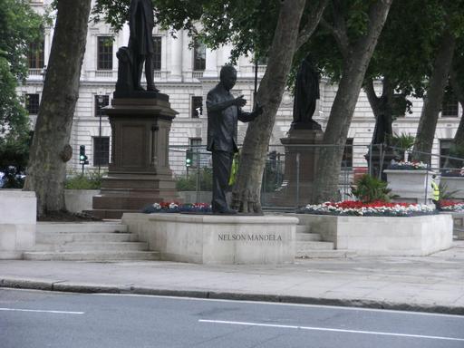 Nelson Mandela sur Parliament Square à Londres