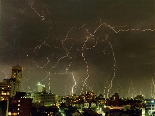 Orage exceptionnel à Sydney en 1991