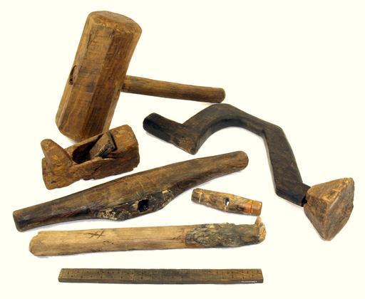 Outils de charpentier en bois