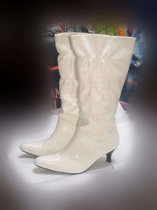 Paire de bottes blanches
