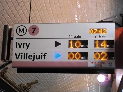 Panneau d'attente dans le métro