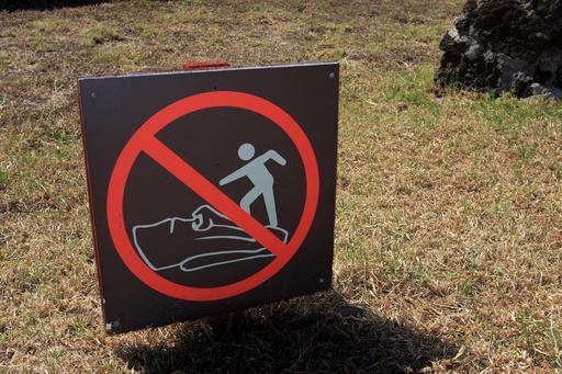 Panneau de signalisation à l'île de Pâques