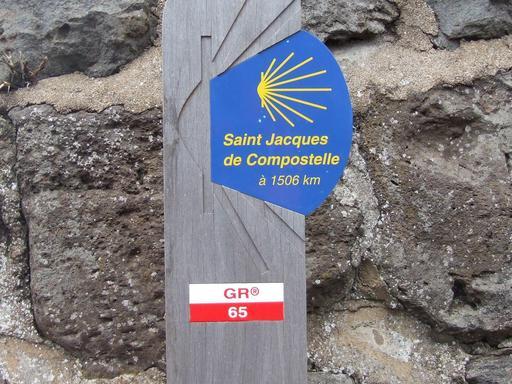 Panneau de signalisation sur la route de Saint Jacques