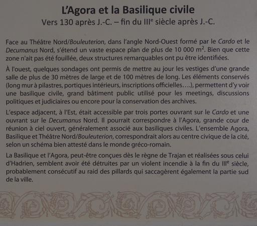 Panneau informatif sur l'Agora et la Basilique Civile à Jerash