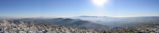 Panorama des volcans d'Auvergne en hiver