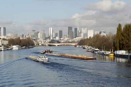 Péniches sur la Seine à Boulogne