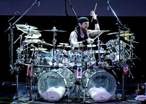 Performance du batteur Mike Portnoy